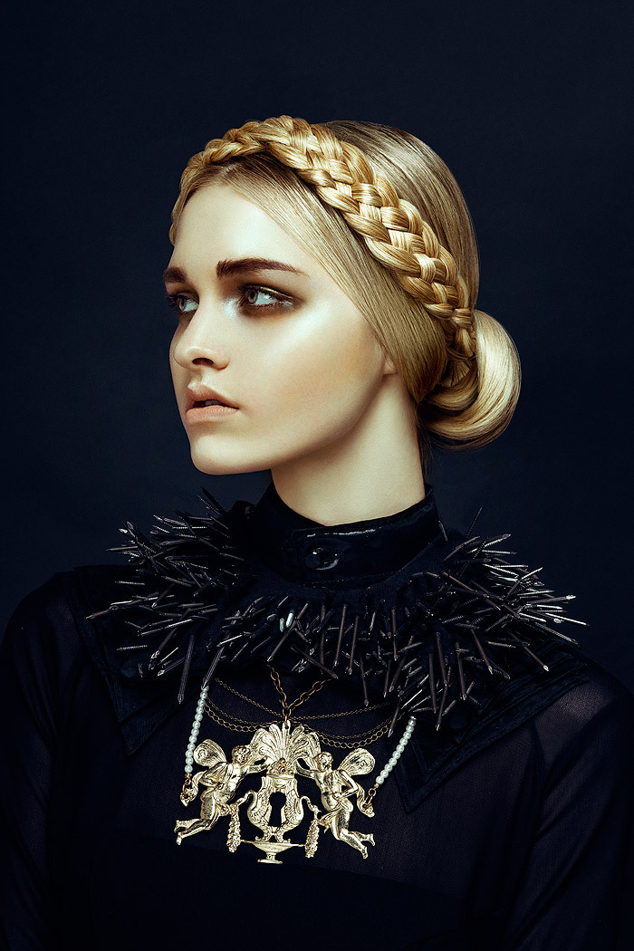 the-libertine-magazine-nu-renaissance-aristocracy-kendra-anderson-and-claire-birkholz-by-zhang-jingna-for-harpers-bazaar-vietnam-december-2012-3