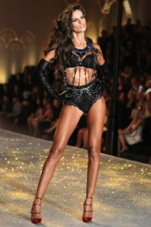 2013 Victoria`s Secret Fashion Show